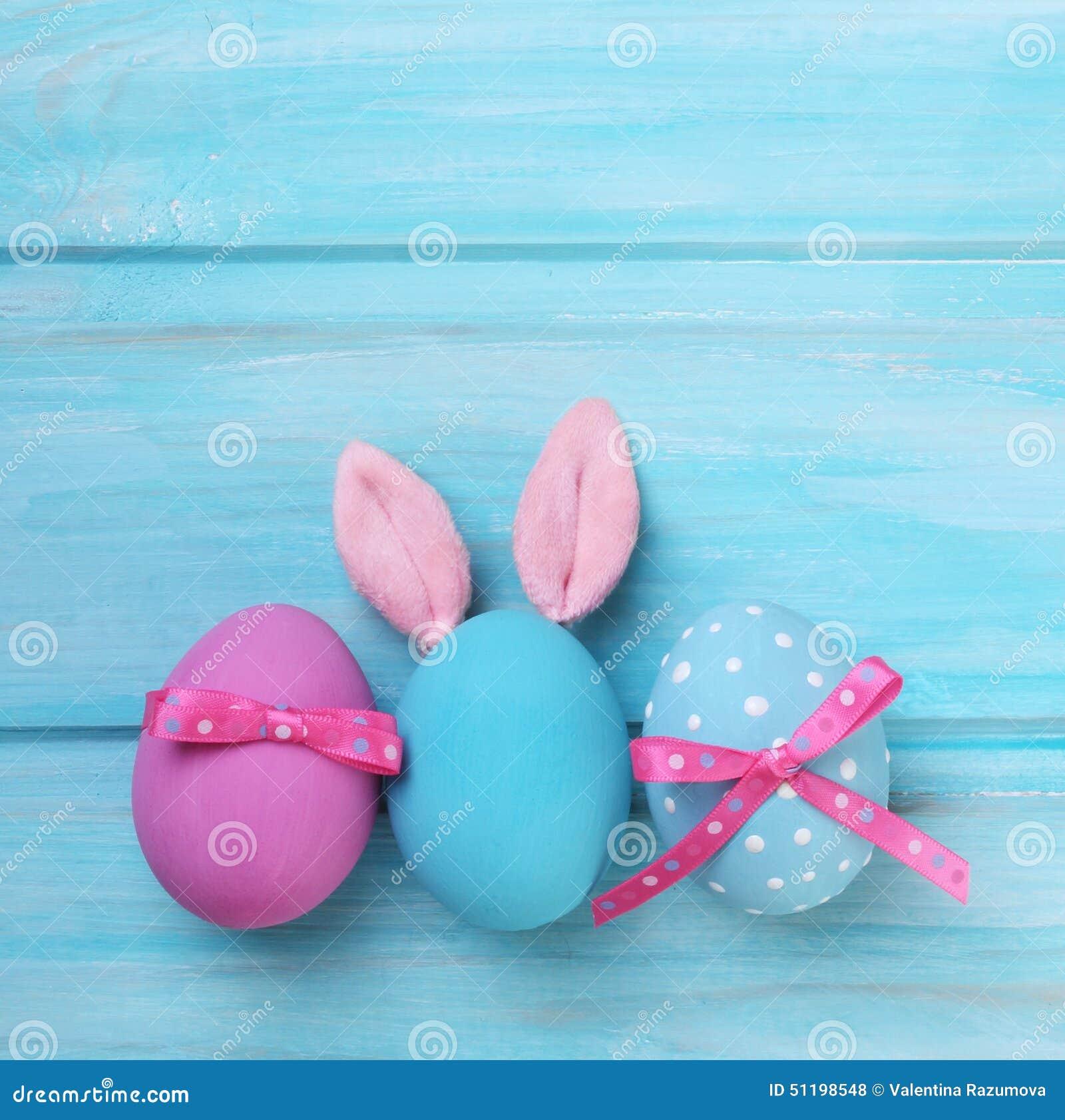 Rosa Und Blaue Eier Ostern Mit Den Häschenohren Stockfoto Bild Von