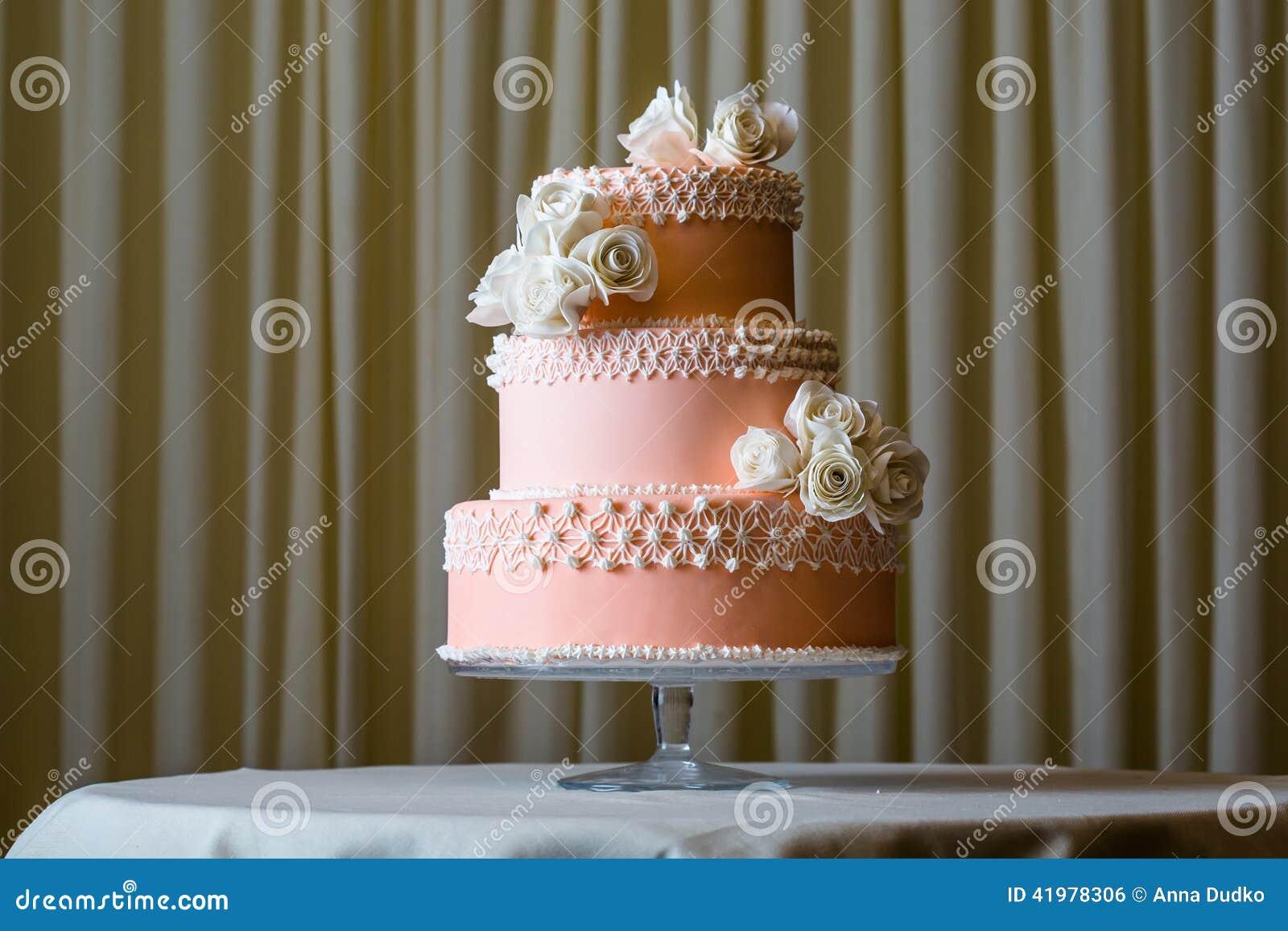 Rosa Und Weisse Hochzeitstorte Stockfoto Bild Von Grun Fall 41978306
