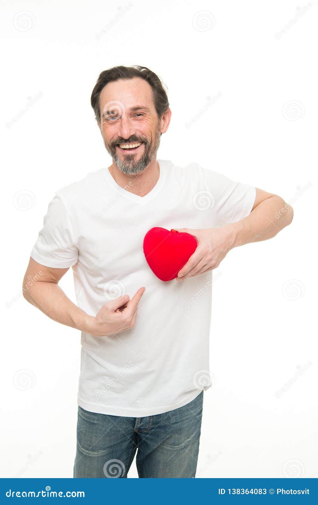 Rosa vermelha Cuidados médicos Homem farpado maduro com coração vermelho Transplantação de coração Celebração do feriado Amor pro