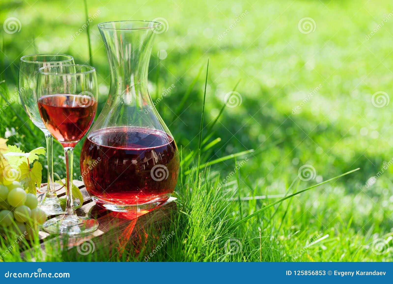 Rosa vin och druvor