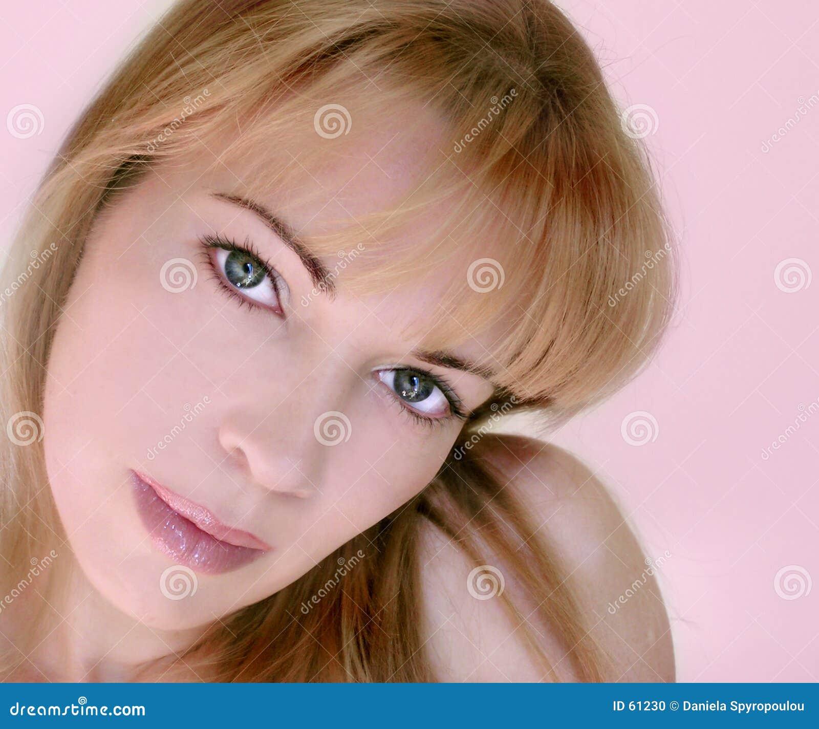 Download Rosafarbene Frau stockfoto. Bild von haltung, glücklich - 61230