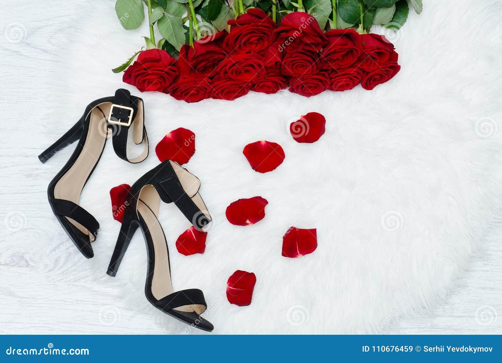 pétalos rojas Rosas rosa negros blanca de color en piel y la los zapatos los AFqwFxCv