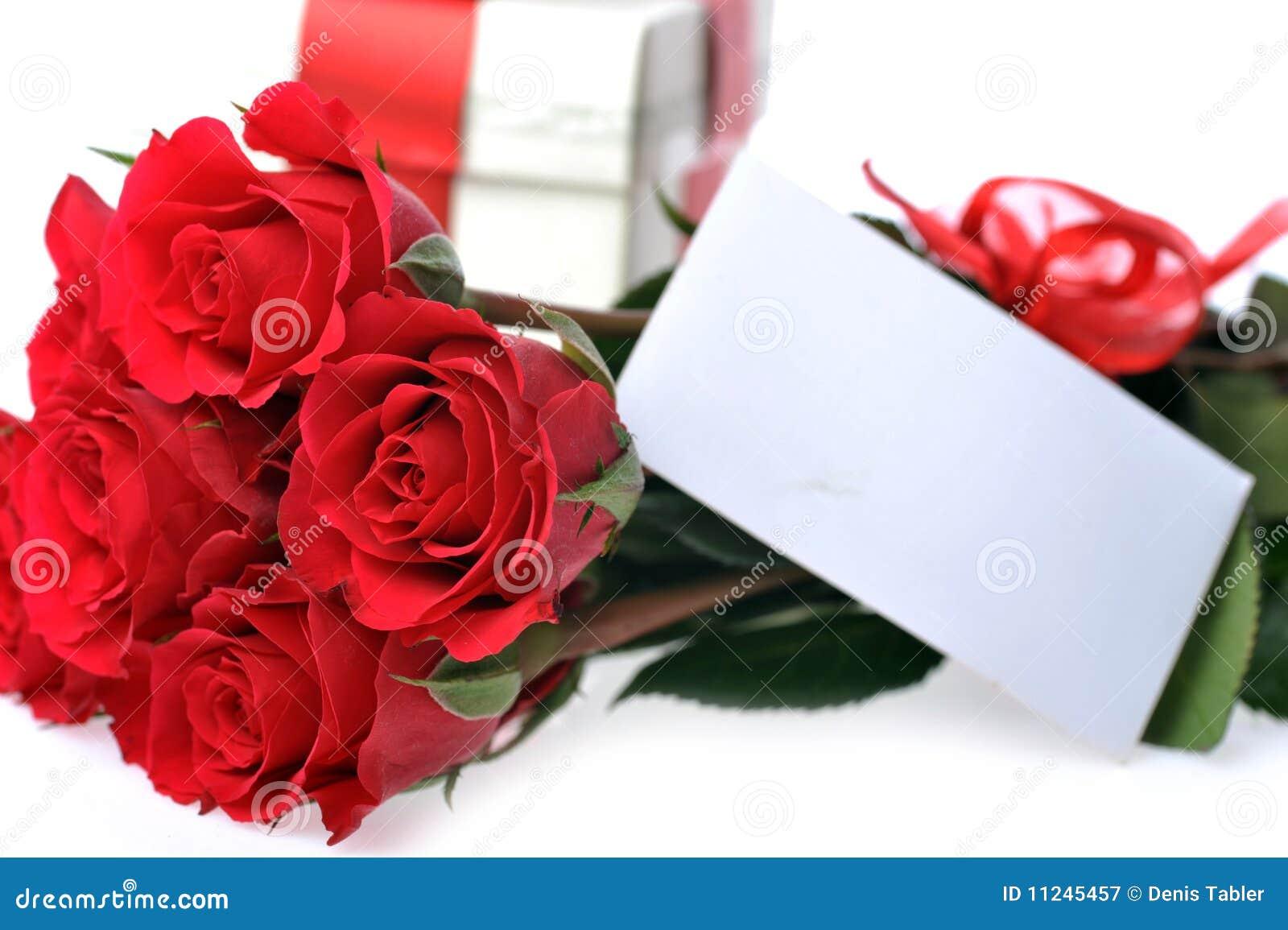 Rosas rojas hermosas con la tarjeta conocida imagen de - Rosas rosas hermosas ...