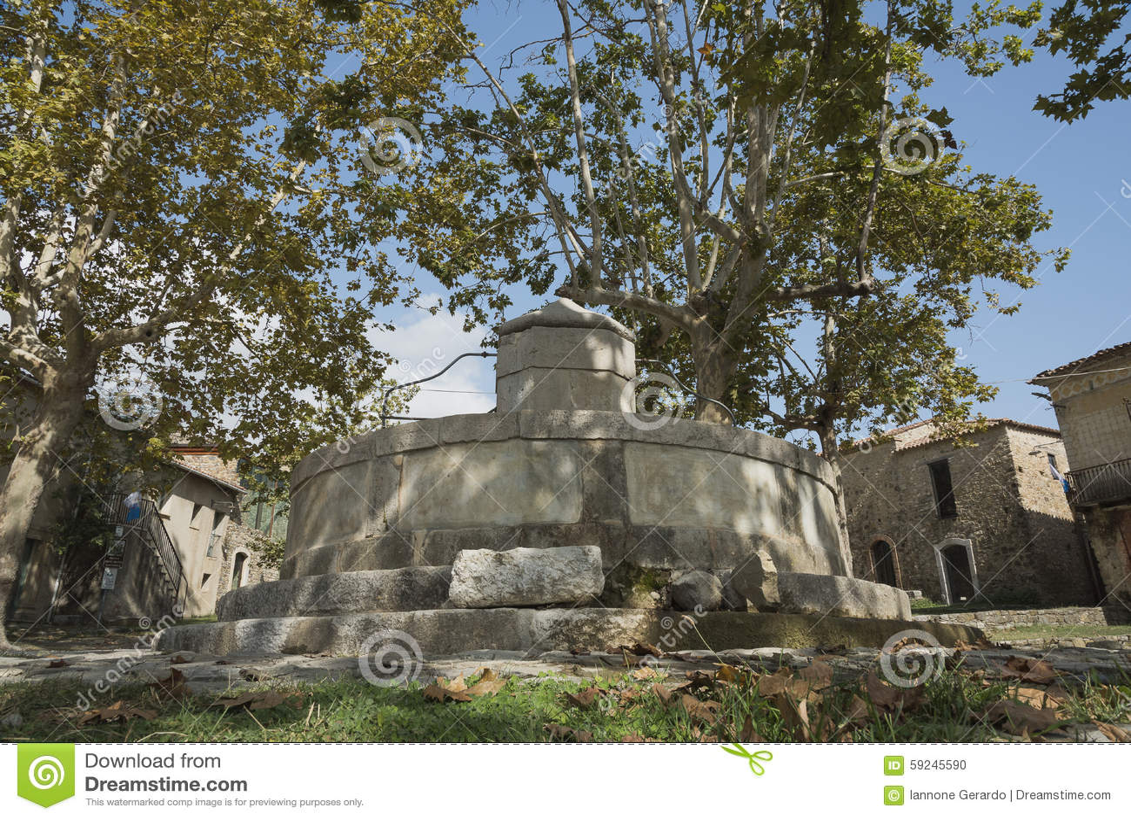 Download Roscigno Viejo, Cilento (las TIC) Pueblo Fantasma Foto de archivo - Imagen de caballos, piedra: 59245590