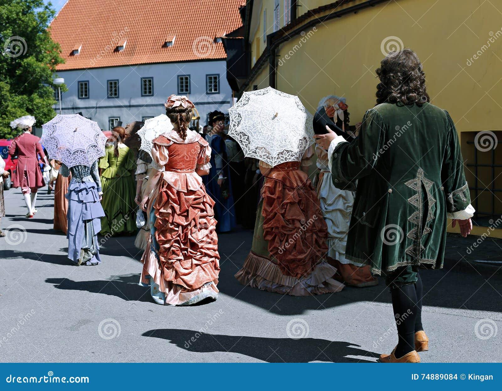 Rose Festival Cinco-petalada no bystreet em Cesky Krumlov