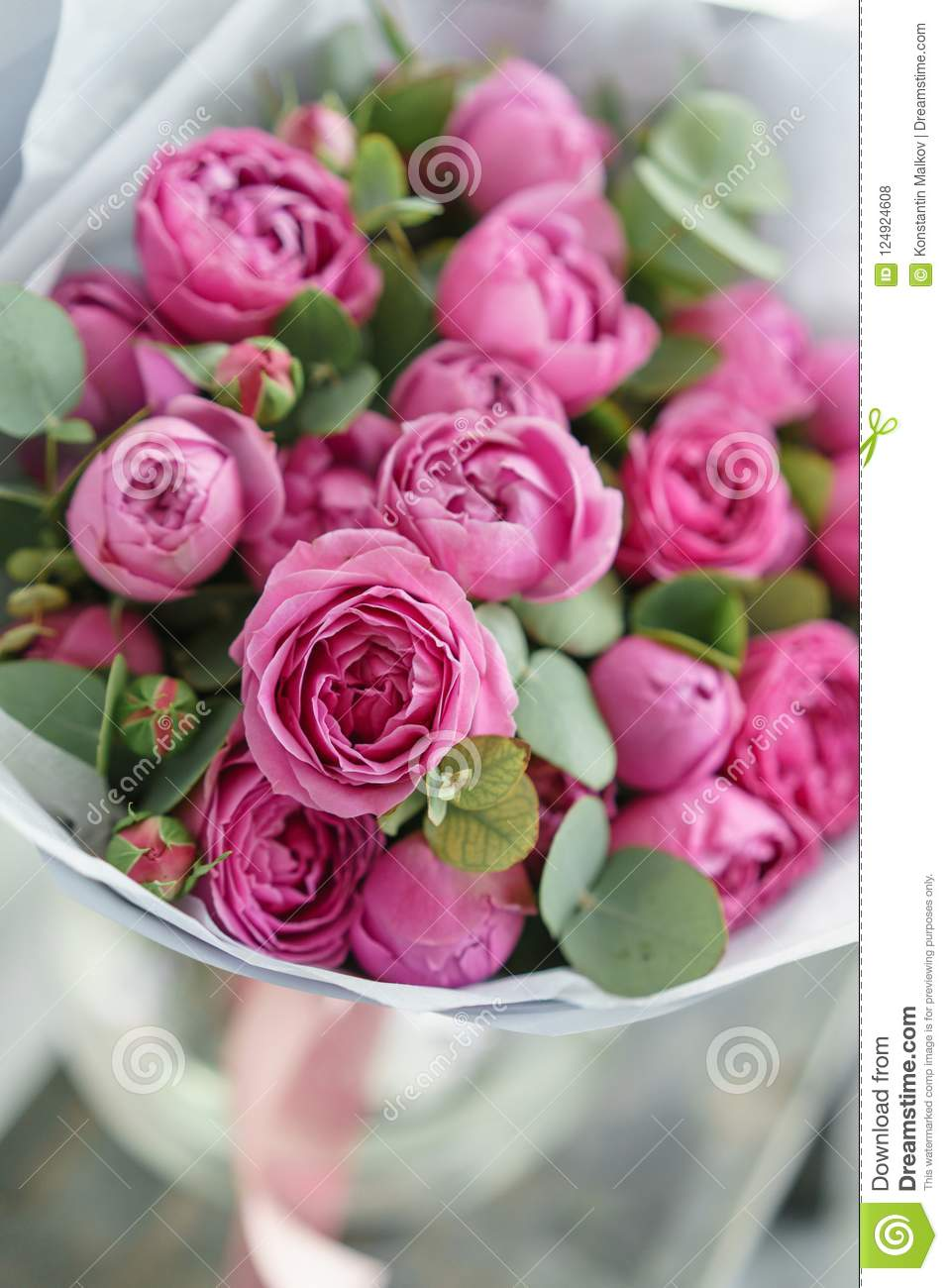 Rose misty bubbles bouquet flowers of pink roses in metal vase bouquet flowers of pink roses in metal vase shabby chic izmirmasajfo