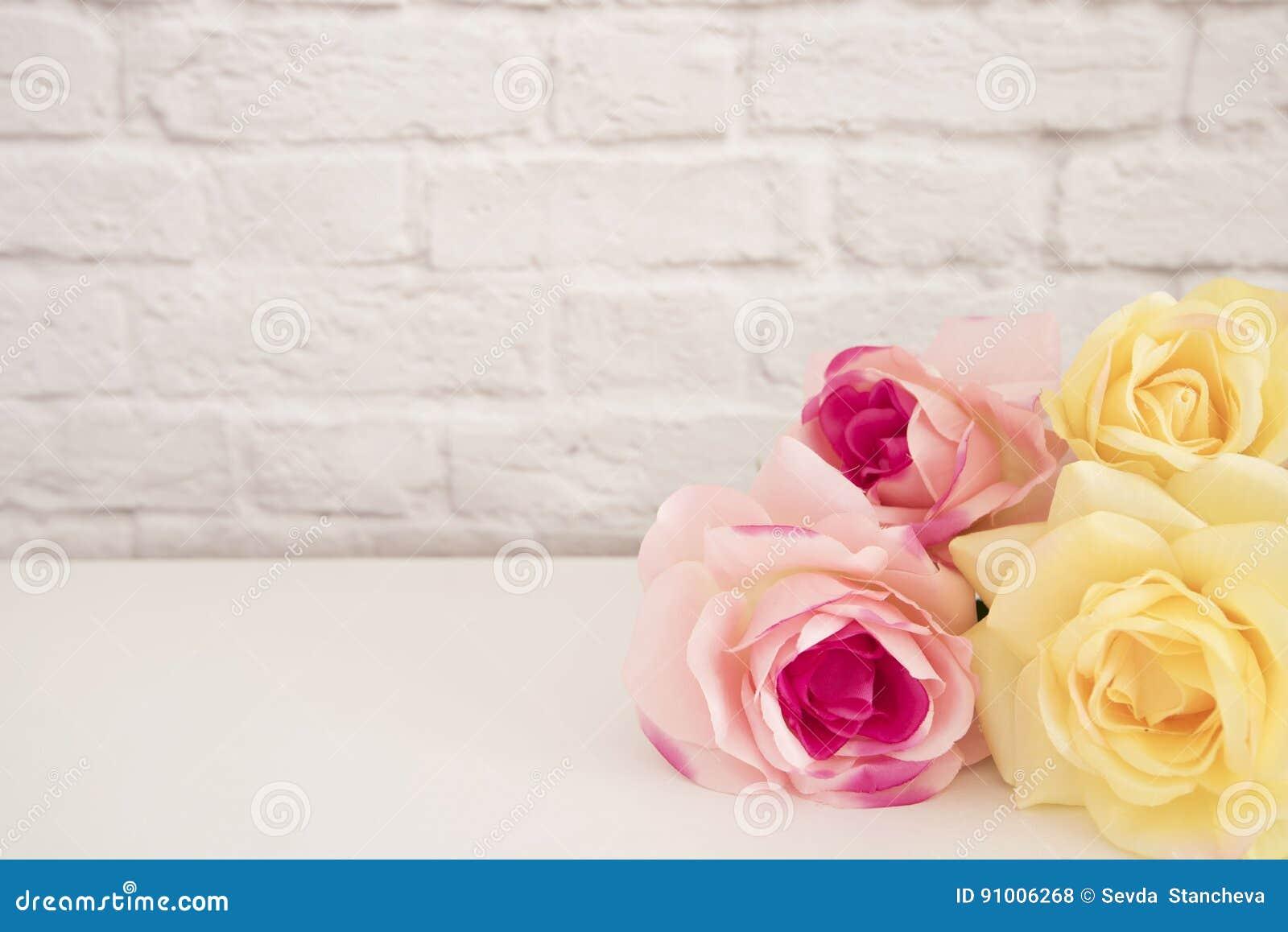 Rose Mock Up cor-de-rosa Fotografia conservada em estoque denominada Quadro floral, zombaria denominada da parede acima Rose Flow