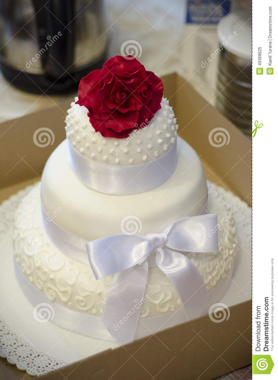 Square Wedding Cake Red Roses