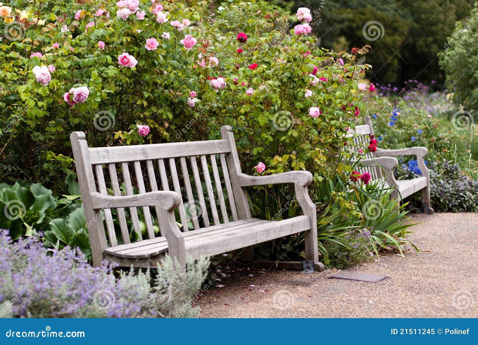 Roseraie En Stationnement Avec Le Banc En Bois Photo libre de droits  Image -> Achat Bancs Droits Bois