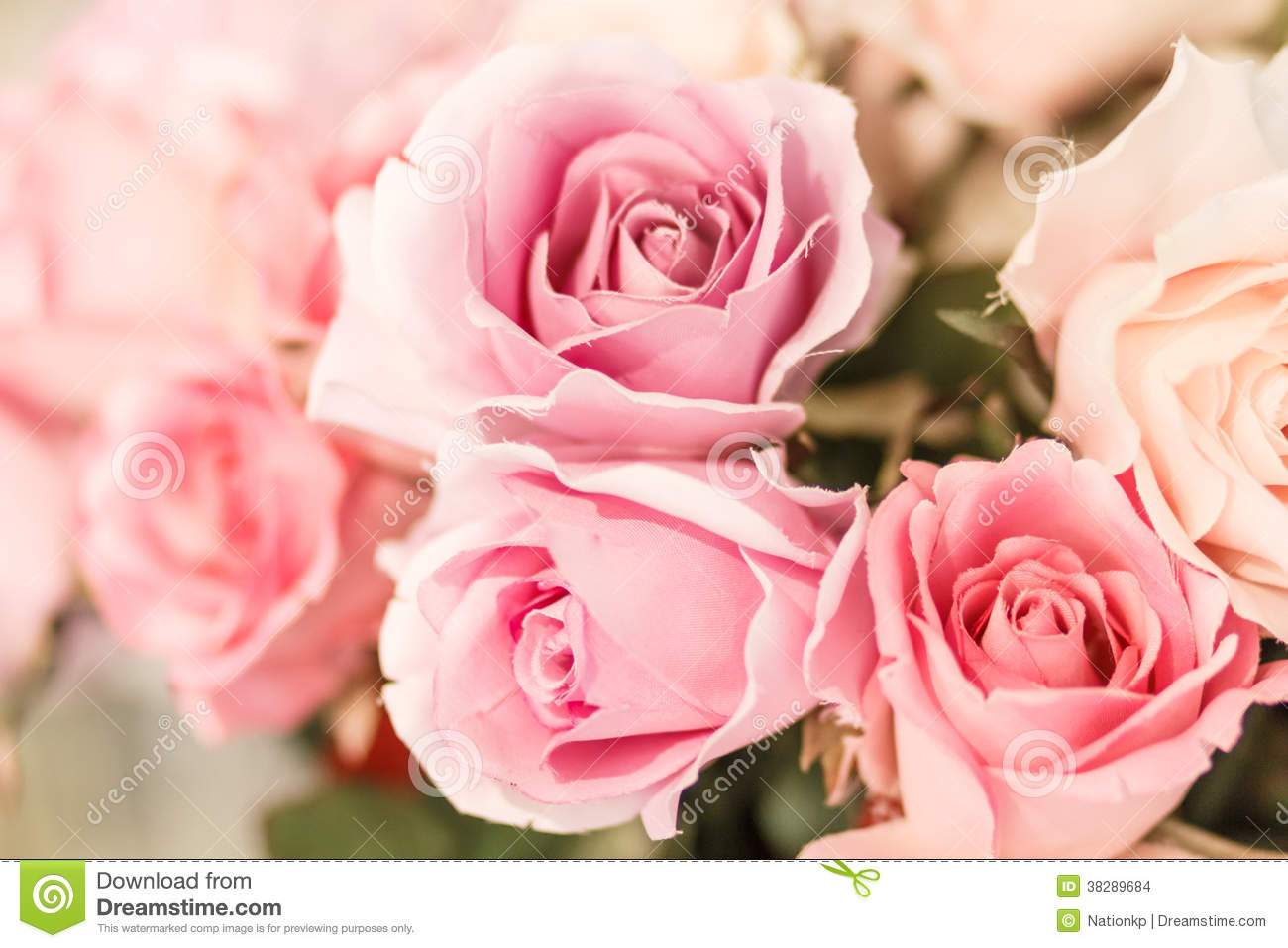 Roses artificielles roses images stock image 38289684 for Roses artificielles