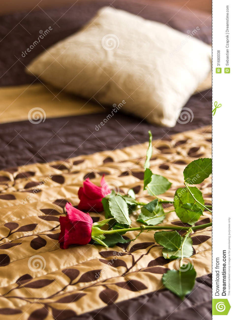 Roses on bed royalty free stock photos image 31680038 for Bed decoration with roses