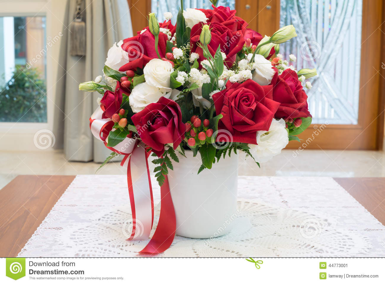 Roses Flowers Bouquet Inside Vase On Desk In House Decoration Stock Photo Image 44773001