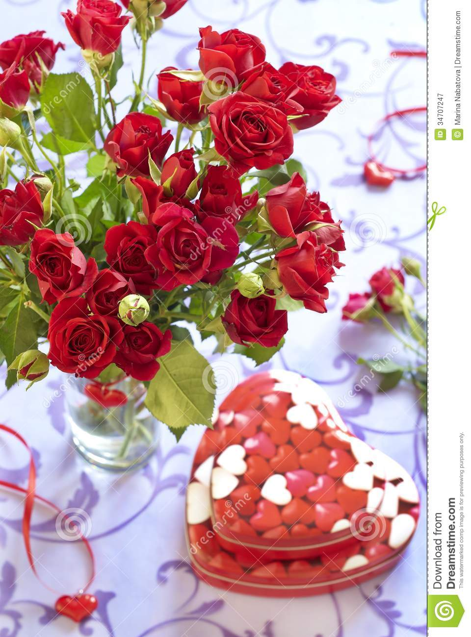 roses and gifts in valentine day royalty free stock photography, Natural flower