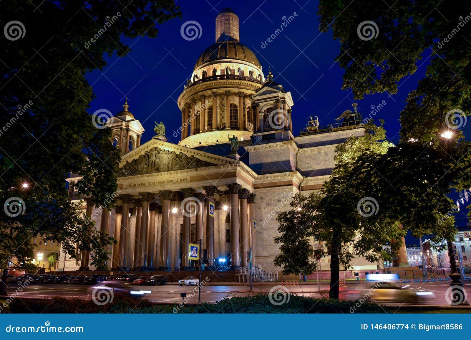 Rosja St Petersburg St Isaac Katedralny nighttime