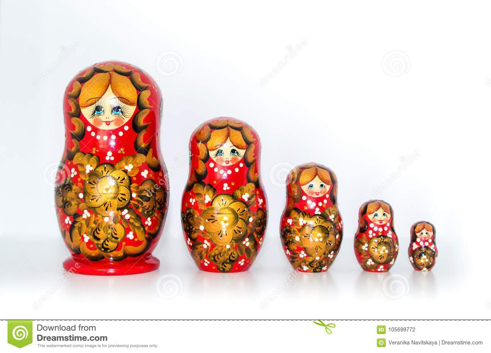 Rosjanin Gniazdować lale na białym tle