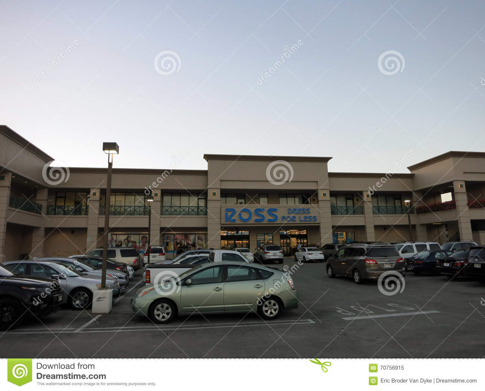 Ross Dress For Less Store y estacionamiento