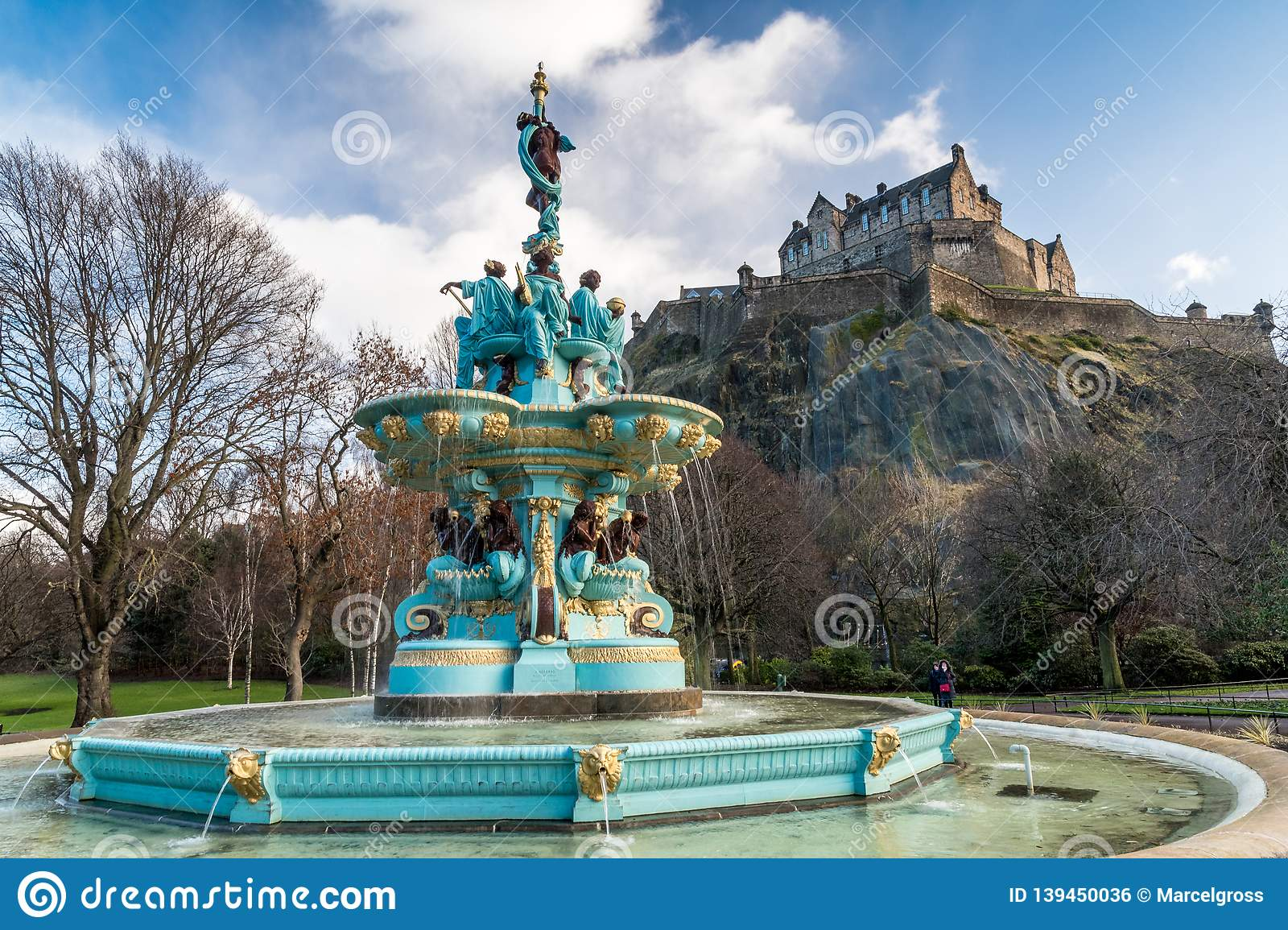 Ross Fountain com castelo de Edimburgo