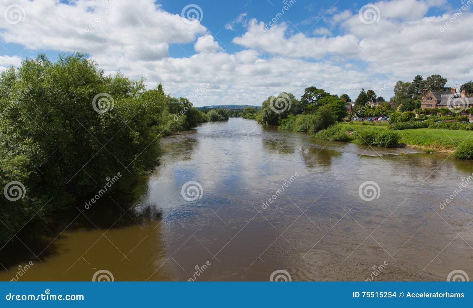Ross-sur-montage en étoile Herefordshire Angleterre R-U de montage en étoile de rivière un petit bourg