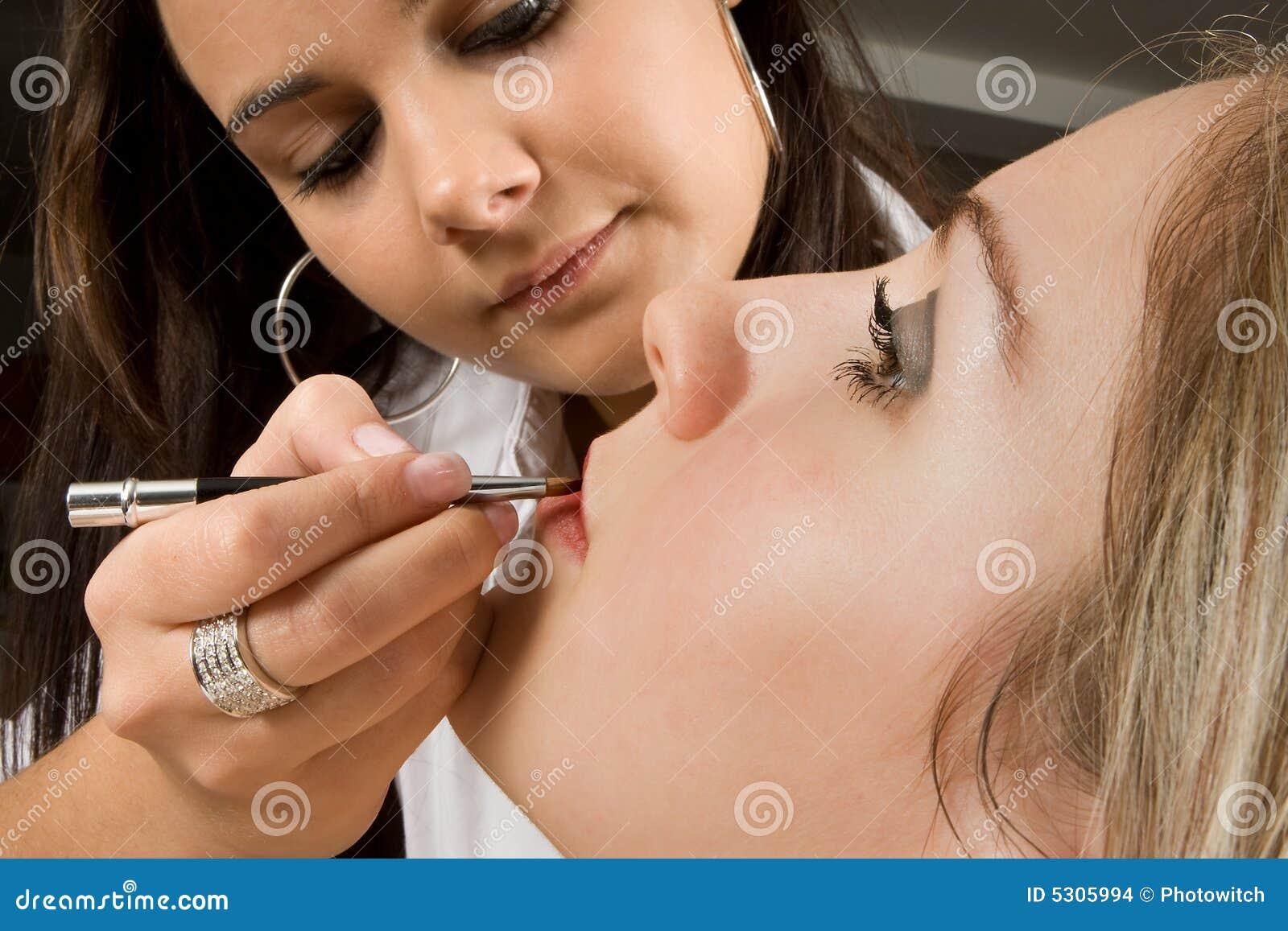Download Rossetto con una spazzola fotografia stock. Immagine di faccia - 5305994