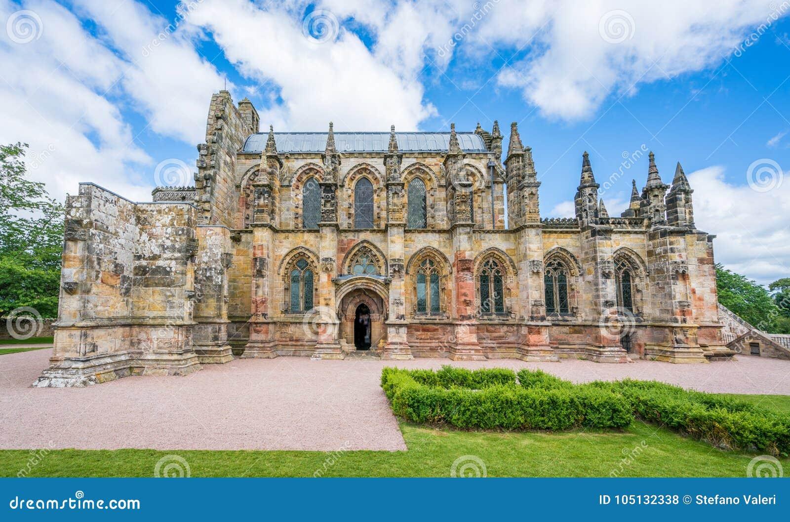 Rosslyn kaplica na pogodnym letnim dniu, lokalizować przy wioską Roslin, Midlothian, Szkocja