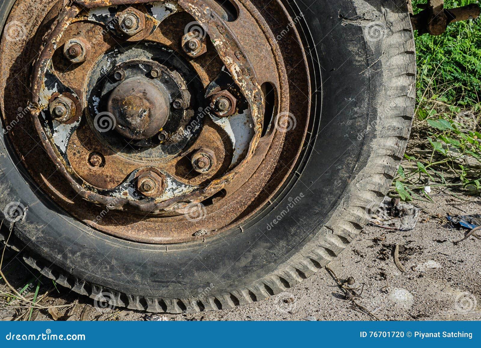 Rost av lastbilhjulet