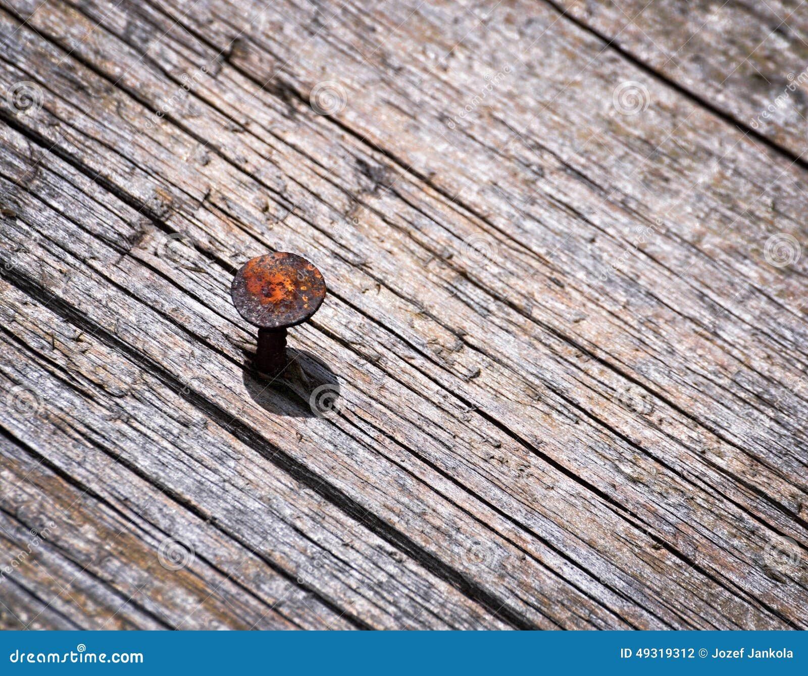 Rostiger Nagel In Einem Alten Hölzernen Brett Stockfoto - Bild von ...