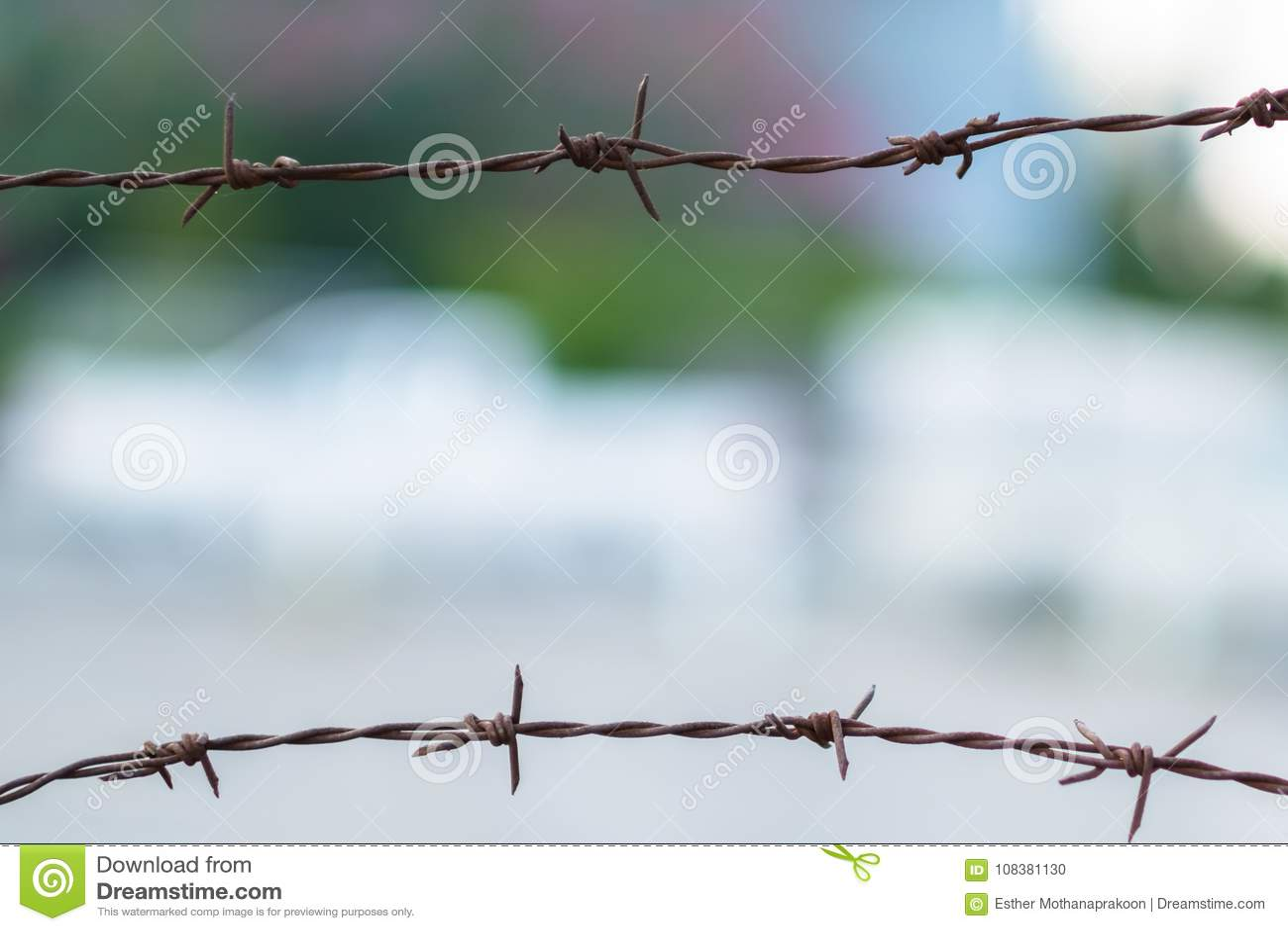 Rostiger Zaun Des Stacheldrahts Zwei Stockfoto Bild Von Metall