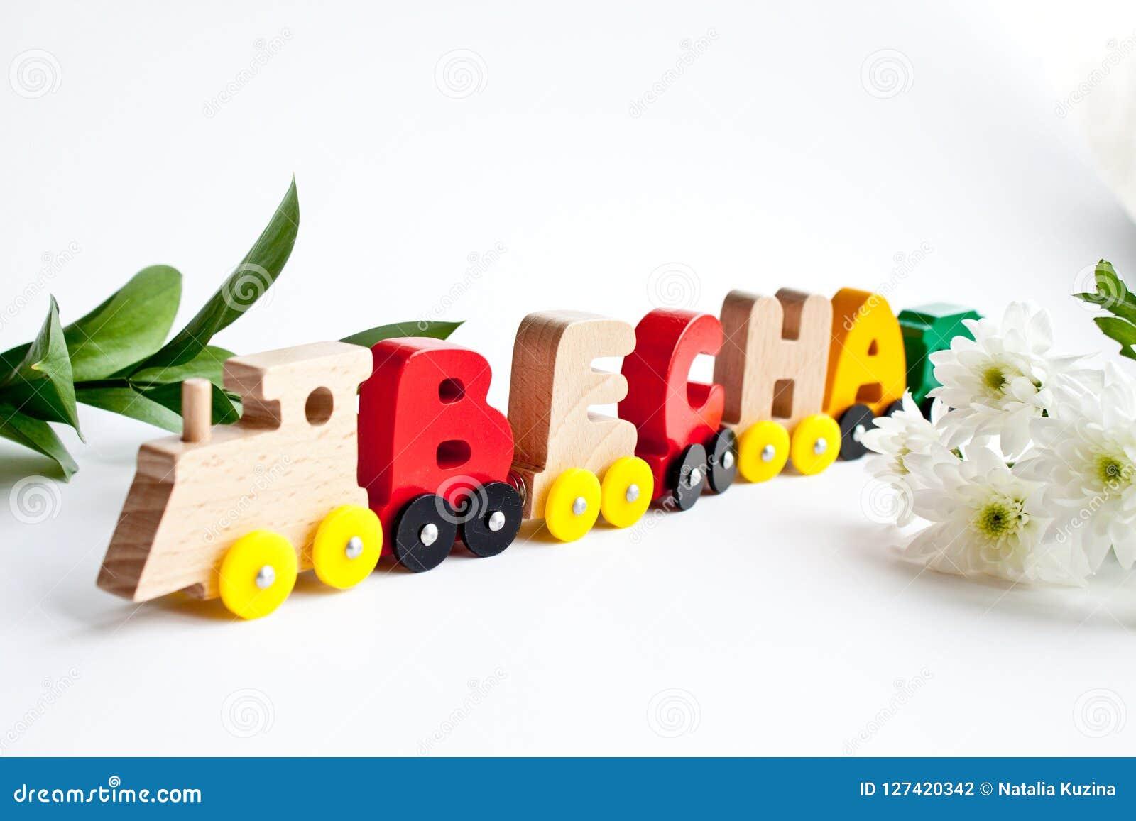 Rosyjscy drewniani listy trenują słowo wiosnę drewniani czerwoni kolorów żółtych kolory na bielu Wczesne dzieciństwo edukacja, uc