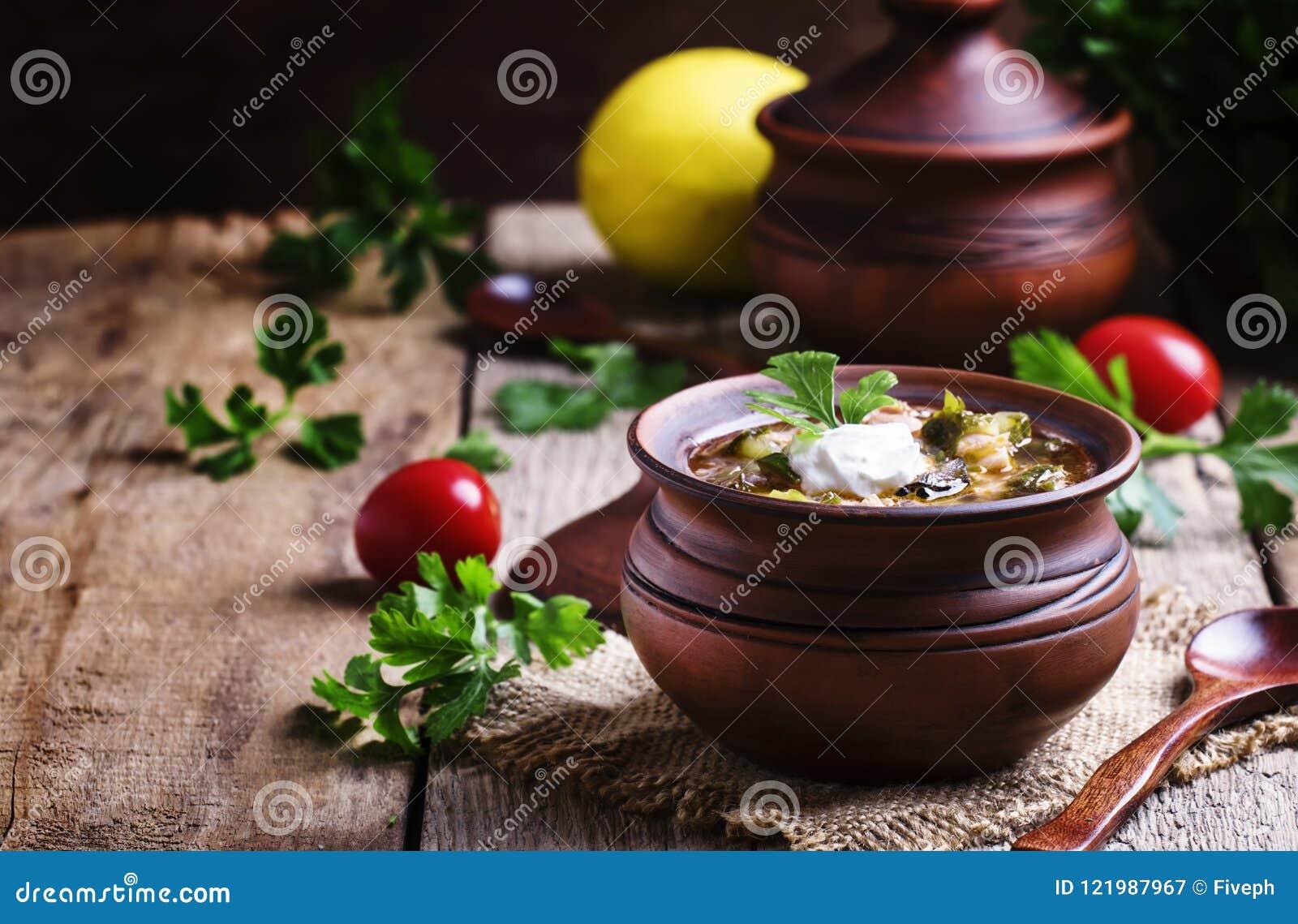 Rosyjska kuchnia: Solyanka - polewka od różnych rodzajów mięso