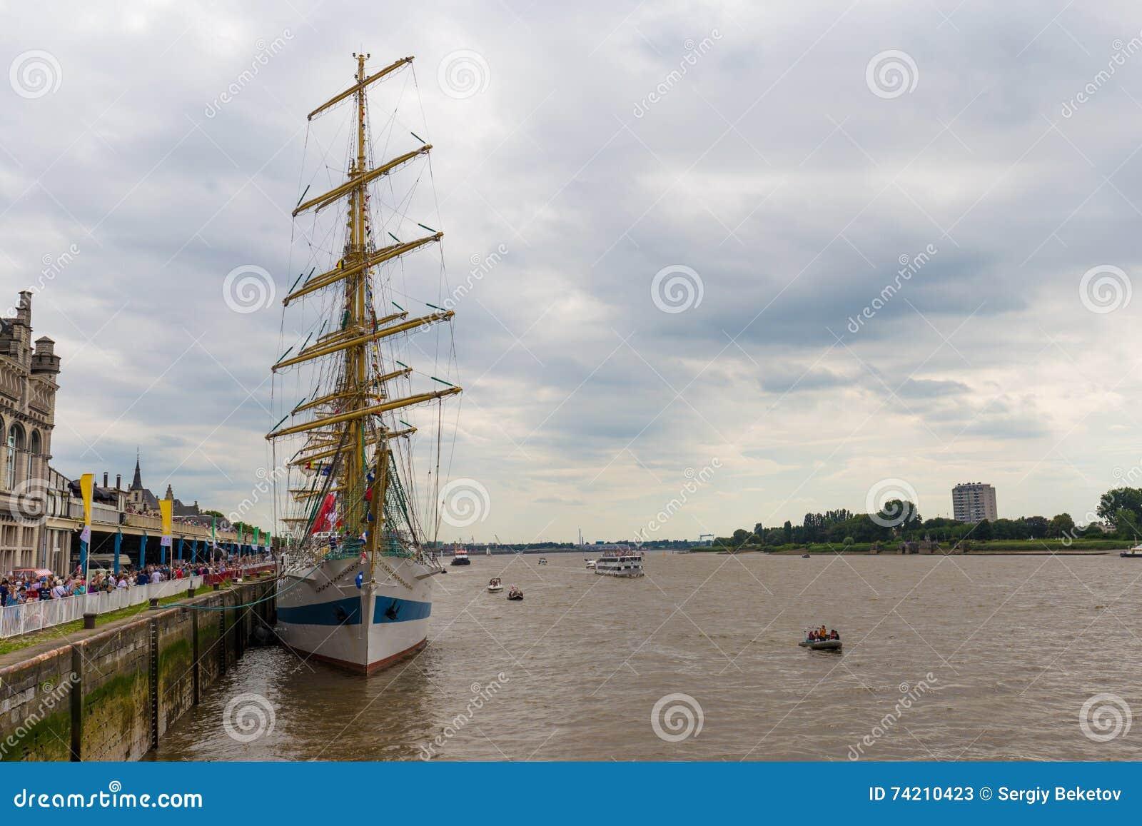 Rosyjski żeglowanie statku Mir pokój widzieć w Antwerp podczas Wysokich statków Ściga się 2016 wydarzenie