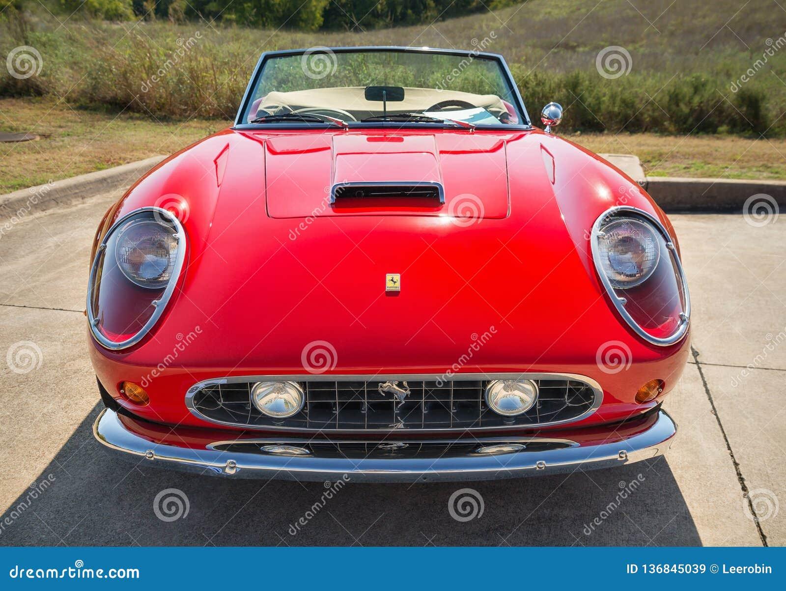 Rot Ferrari 1962 250 Gt Kalifornien Spyder Redaktionelles Stockbild Bild Von Farbe Frontseite 136845039
