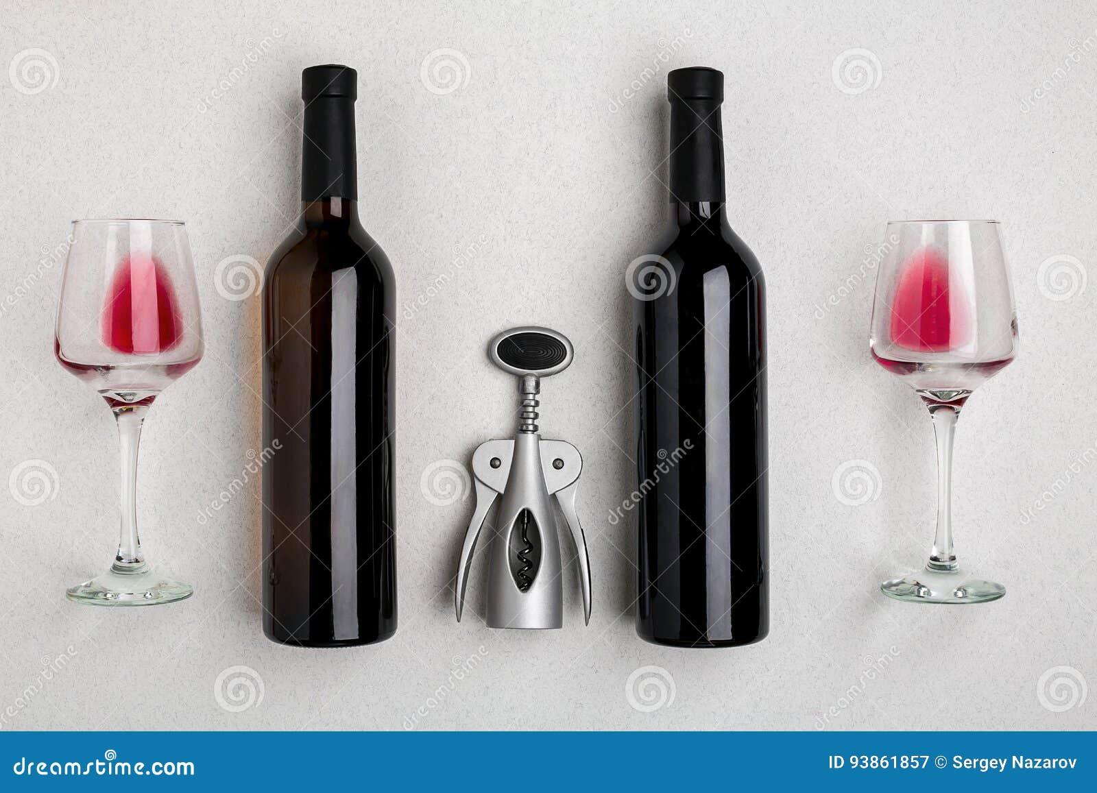 Rot- und Weißweinflaschen und Gläser, Draufsicht
