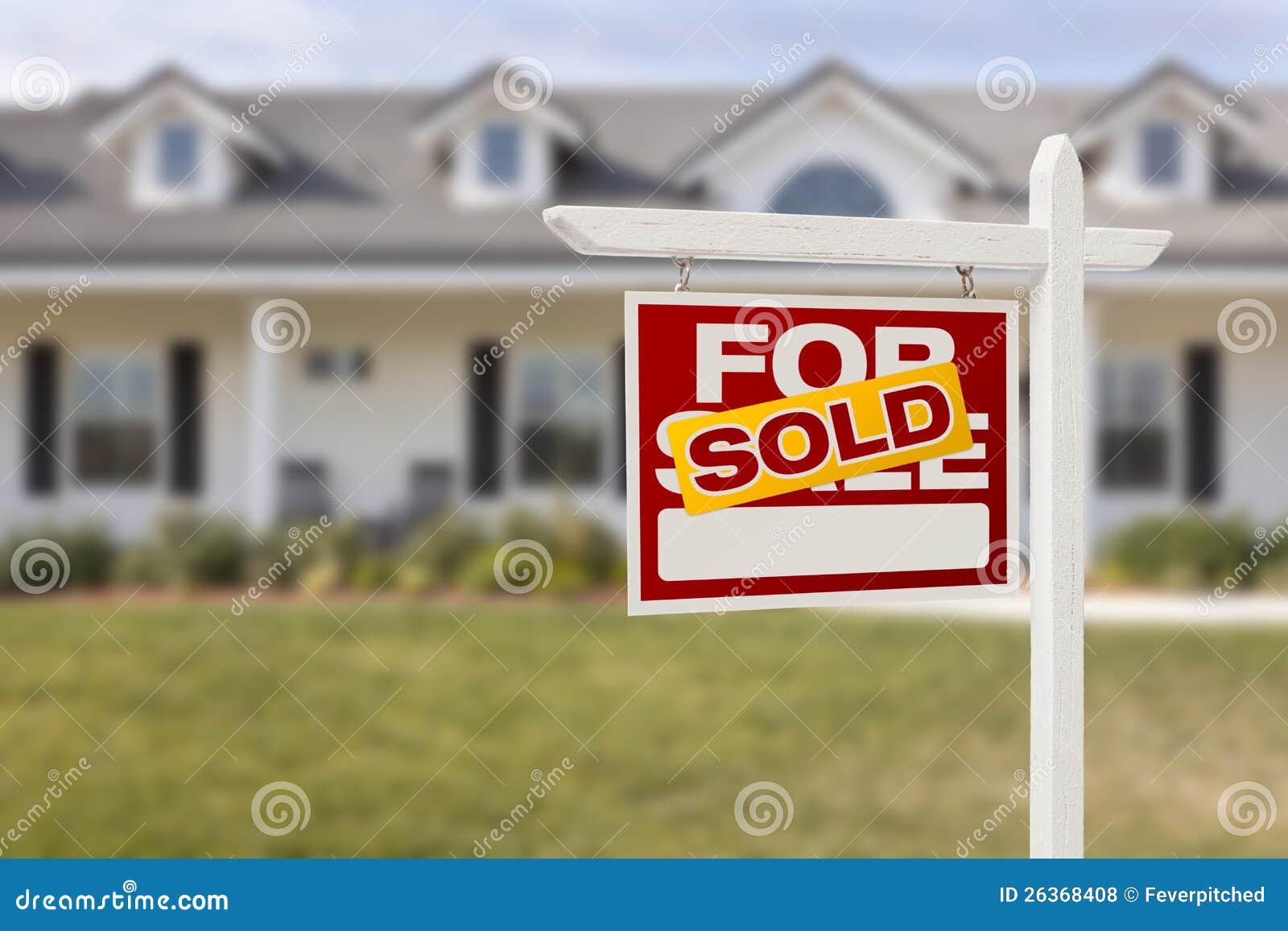 Rot verkauft für Verkaufs-Real Estate-Zeichen und -haus