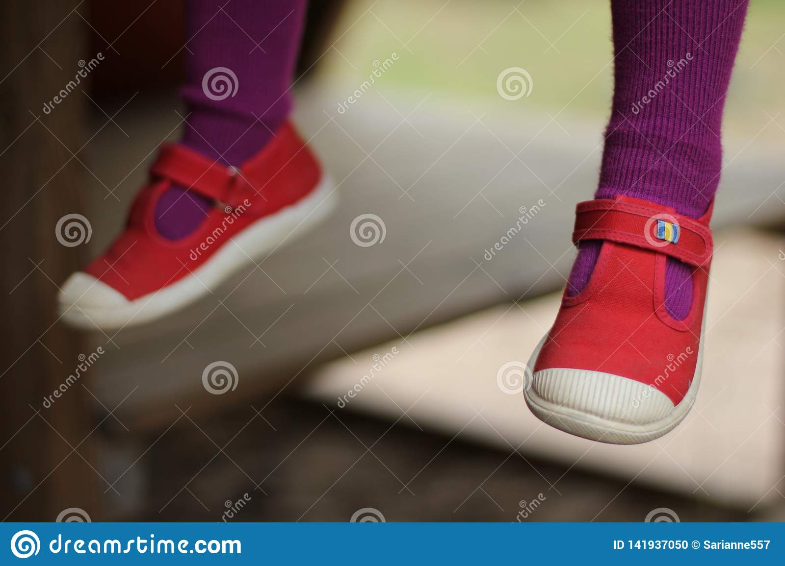 Rote childs Schuhe