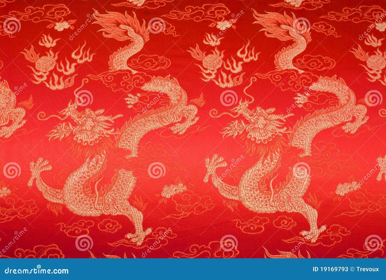 rote chinesische seide mit goldenen drachen und blumen. Black Bedroom Furniture Sets. Home Design Ideas