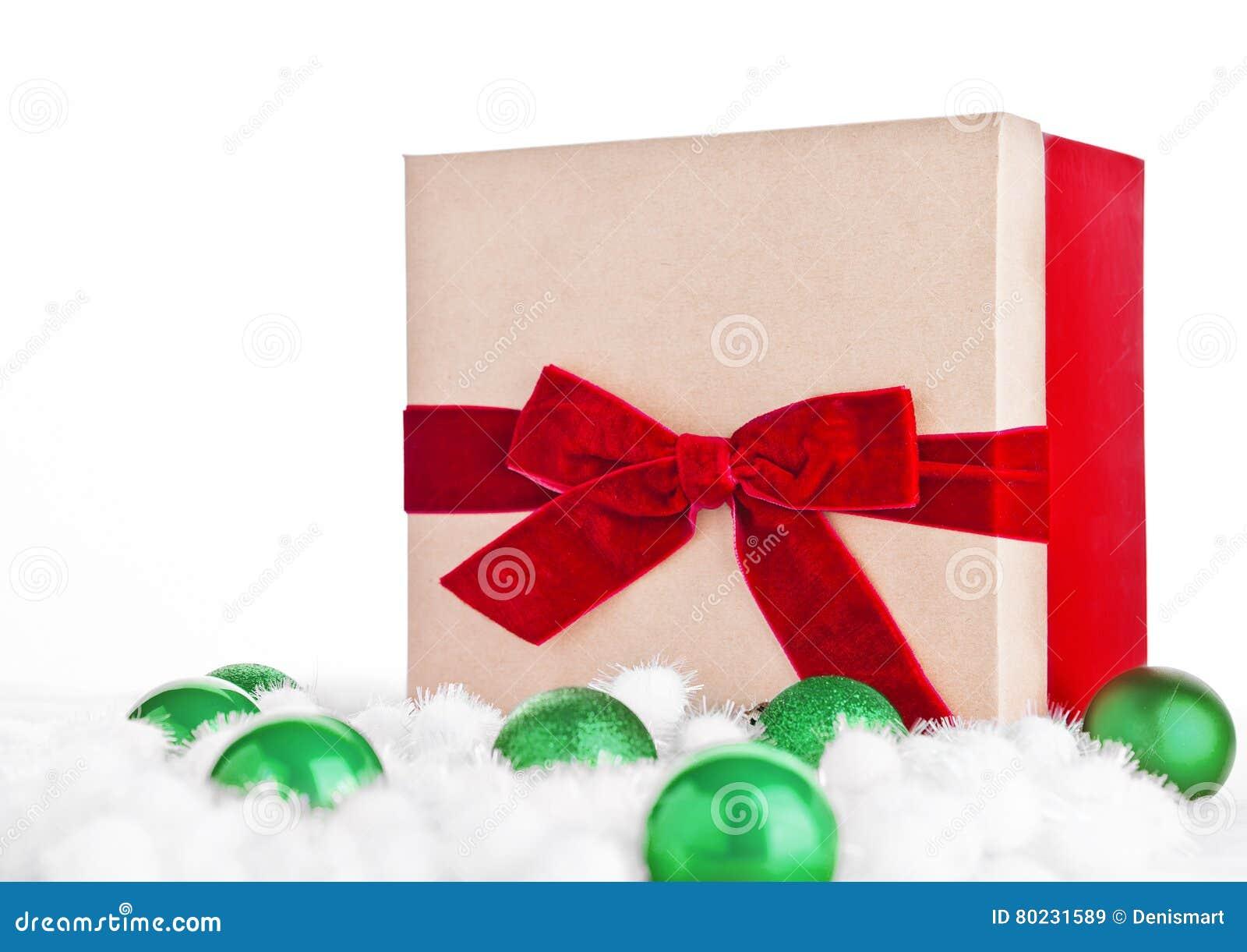 Rote Geschenkbox Für Weihnachten Mit Spielwaren Und Schnee Stockbild ...