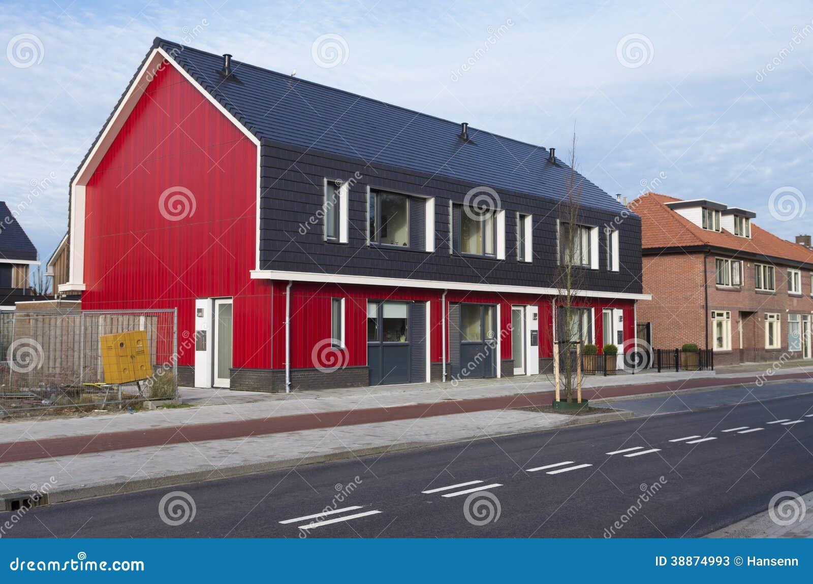 Rote Häuser Bilder rote häuser stockbild bild außen blau wohnung 38874993