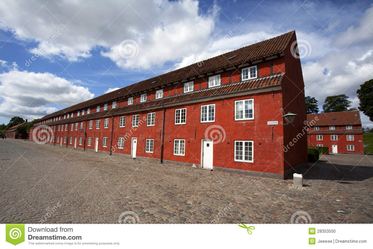 rote h user in der kastellet festung in kopenhagen. Black Bedroom Furniture Sets. Home Design Ideas