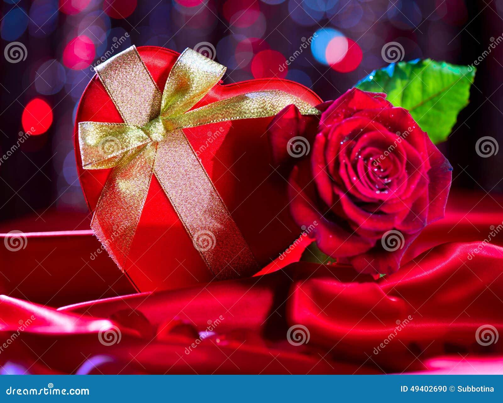 Download Rote Herzgeschenkbox Des Valentinsgrußes Stockfoto - Bild von blume, datum: 49402690