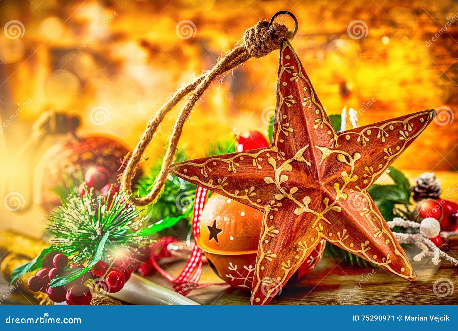 Rote Hintergrundnahaufnahme Weihnachtsstern Und -dekoration ...