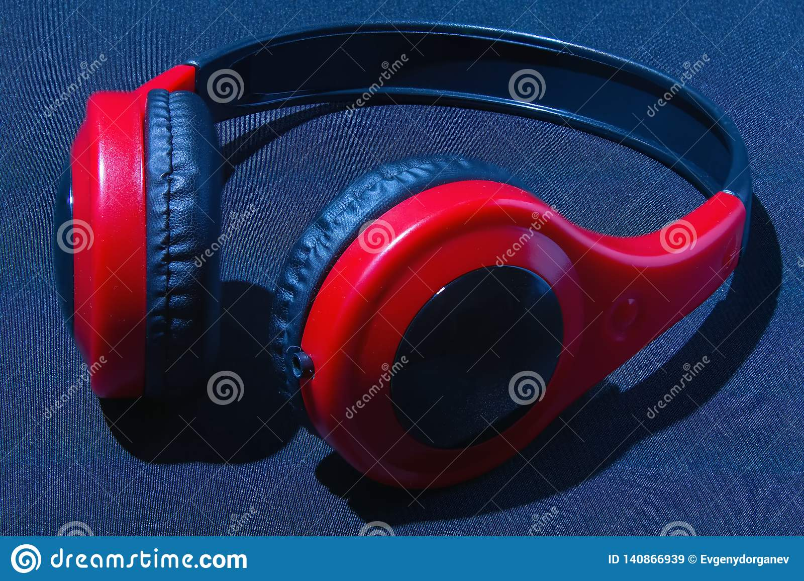 Rote Kopfhörer