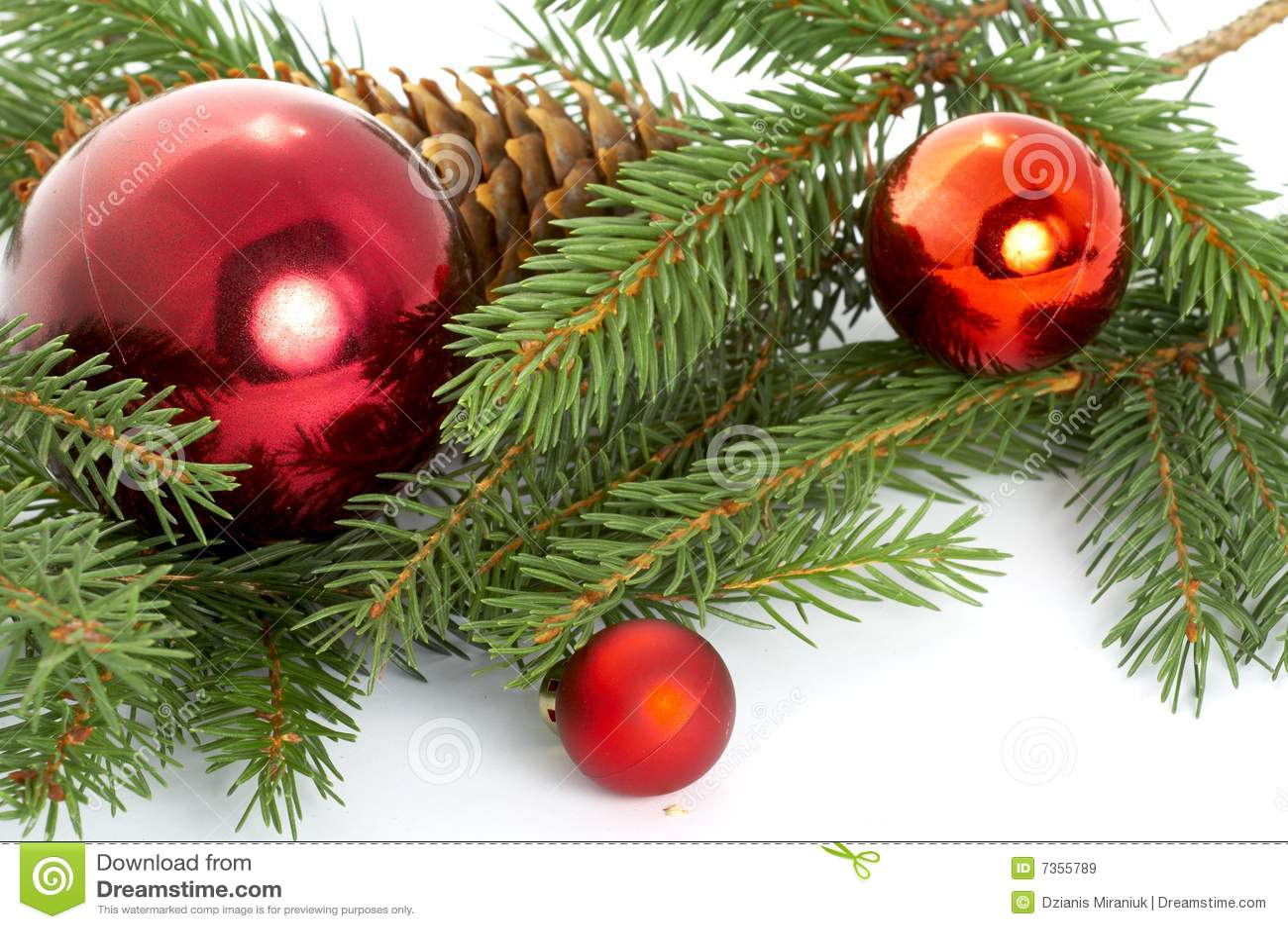 rote kugeln die vom weihnachtsbaum h ngen lizenzfreie. Black Bedroom Furniture Sets. Home Design Ideas