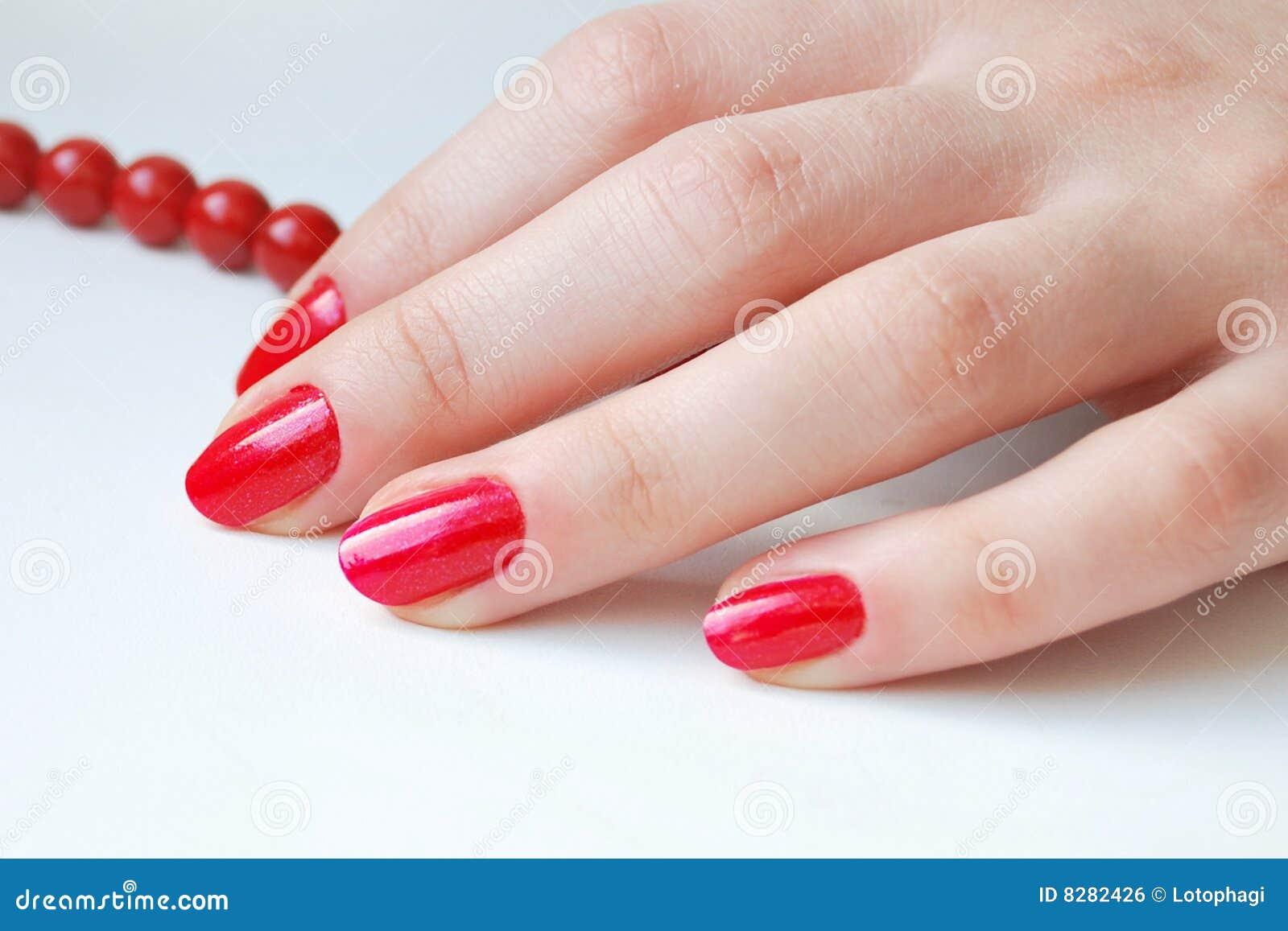 Rote Nägel stockfoto. Bild von hell, kosmetik, hände, menschlich ...