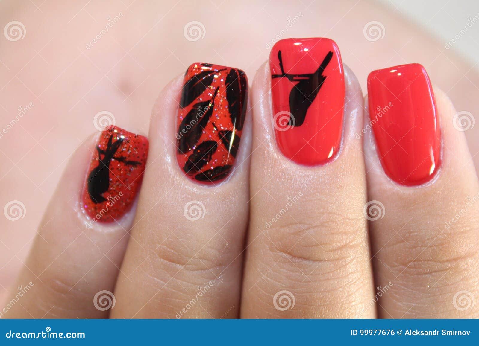 Bezaubernd Nägel Muster Foto Von Pattern Rote Nägel Des Maniküredesigns Mit Stockfoto