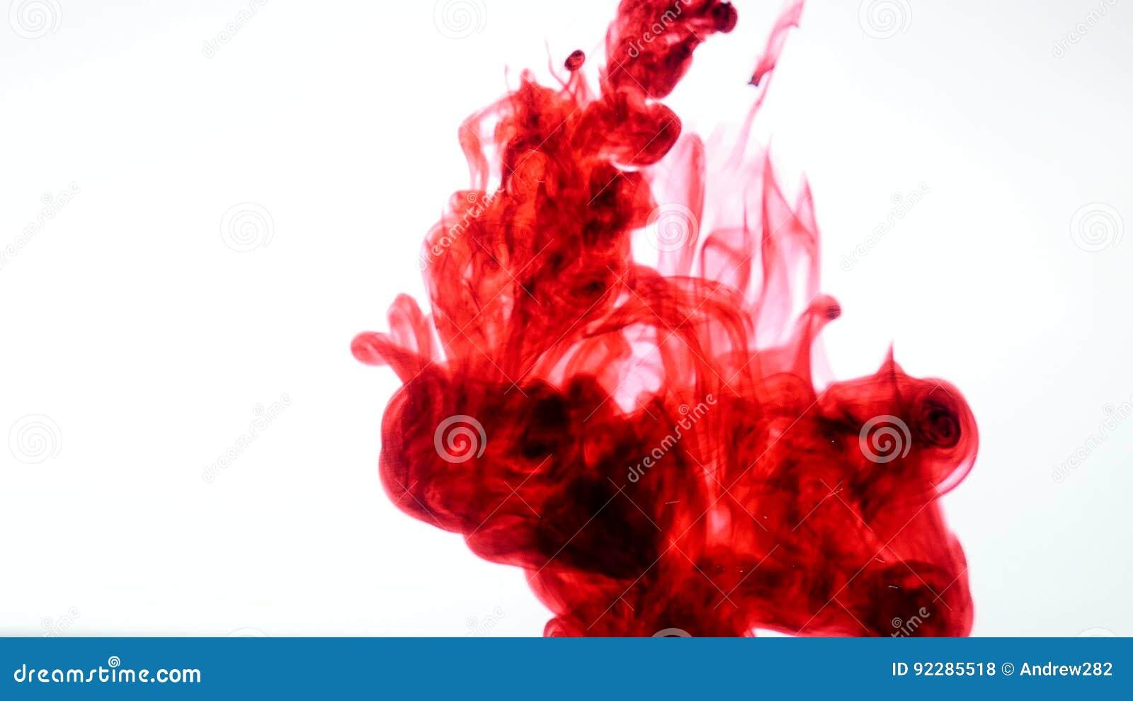 Rote Tinte im Wasser Auszug