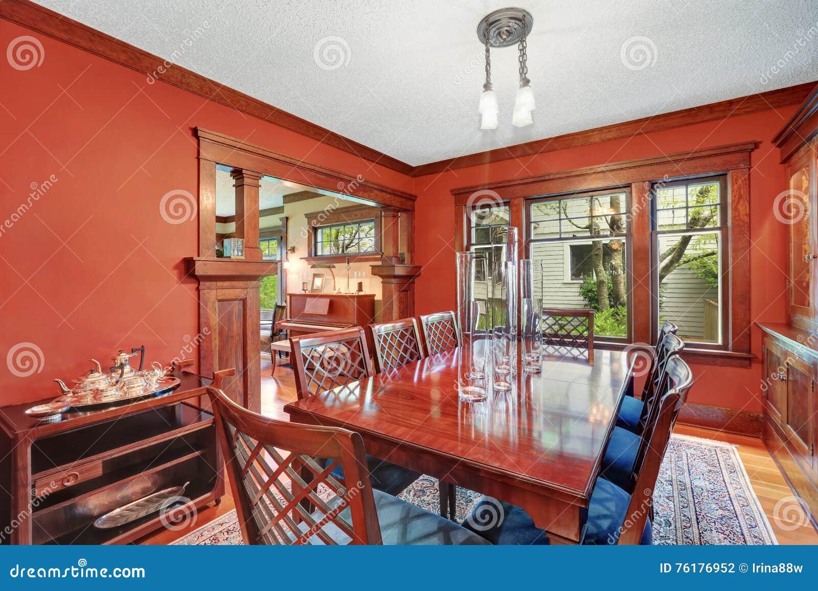 wnde esszimmer, rote wände in esszimmer burgunder-holztisch mit geschnitzten stühlen, Design ideen