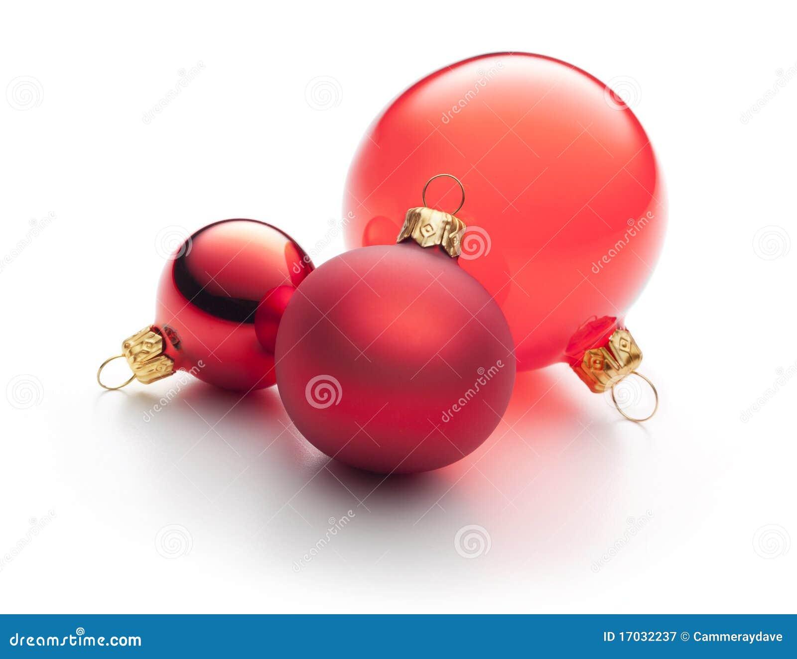 Rote Weihnachtsverzierungen getrennt