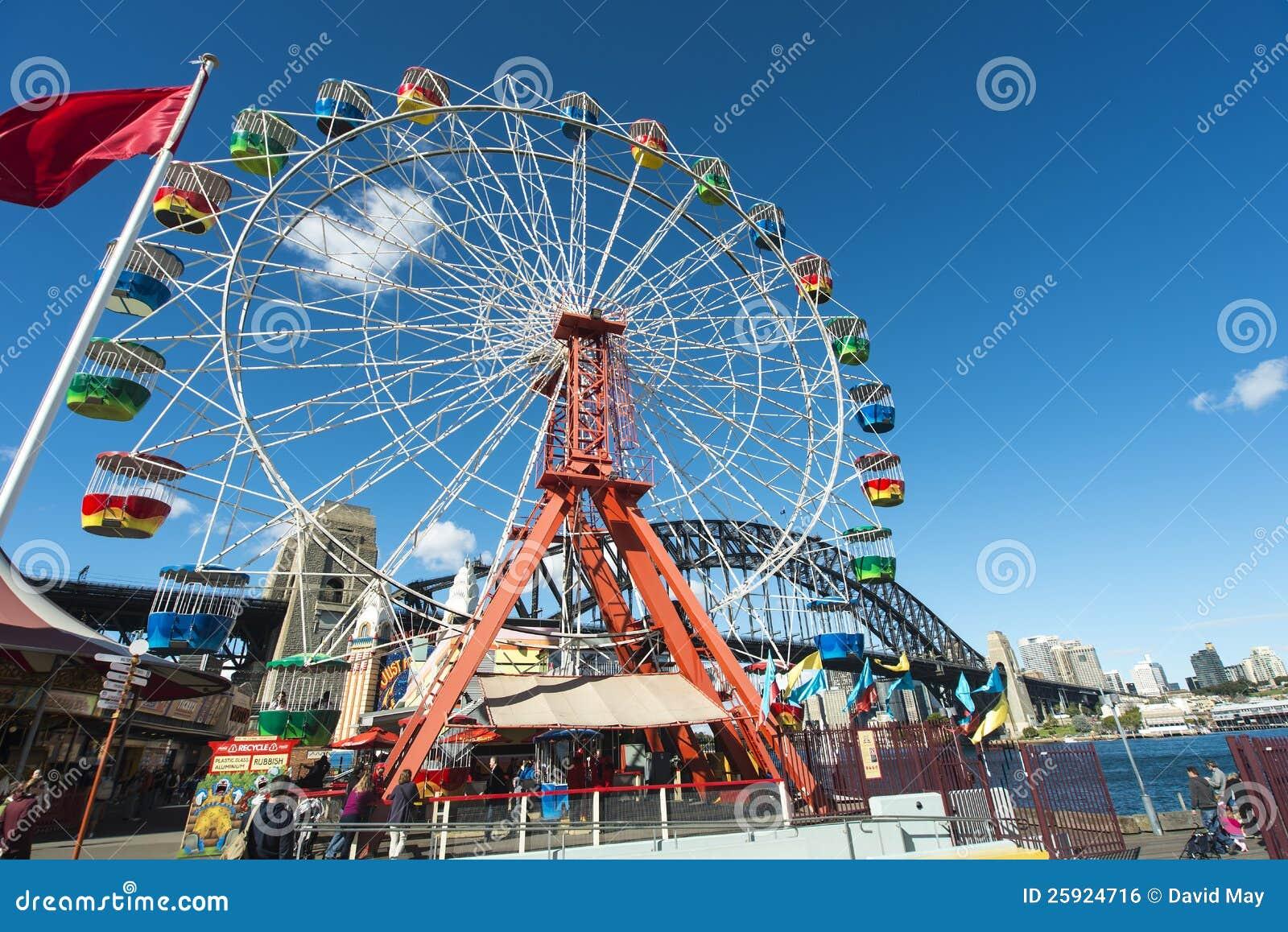 Rotella di Ferris e ponticello del porto