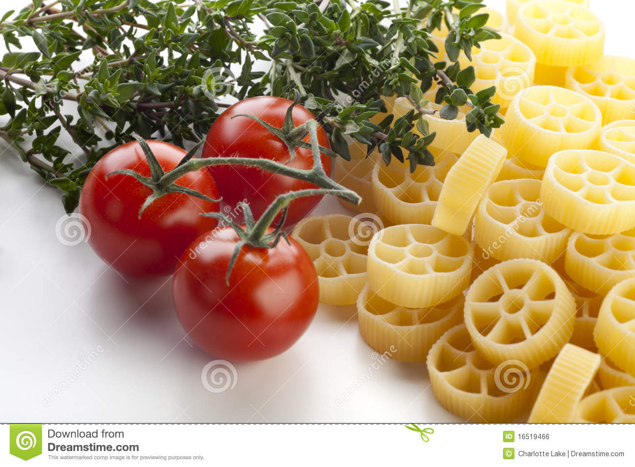 Pasta http://www.dreamstime.com/royalty-free-stock-image-rotelle-pasta ...