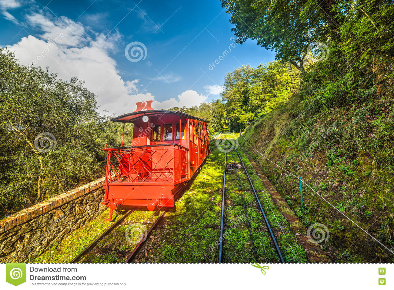 Roter Bergbahn in Montecatini